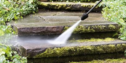 Čišćenje pločnika zaraslih u mahovinu