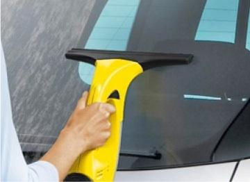 車の洗車後の窓のふき取り
