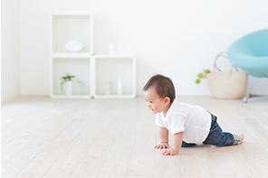 赤ちゃんがハイハイする床