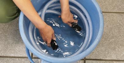 バケツ・ポリタンク等にくんだ水からの給水方法